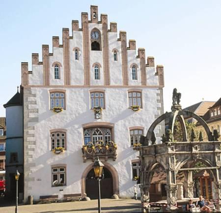 Rathaus mit Marktbrunnen in Hammelburg (Foto: Heinz Ziegler, Hammelburg)