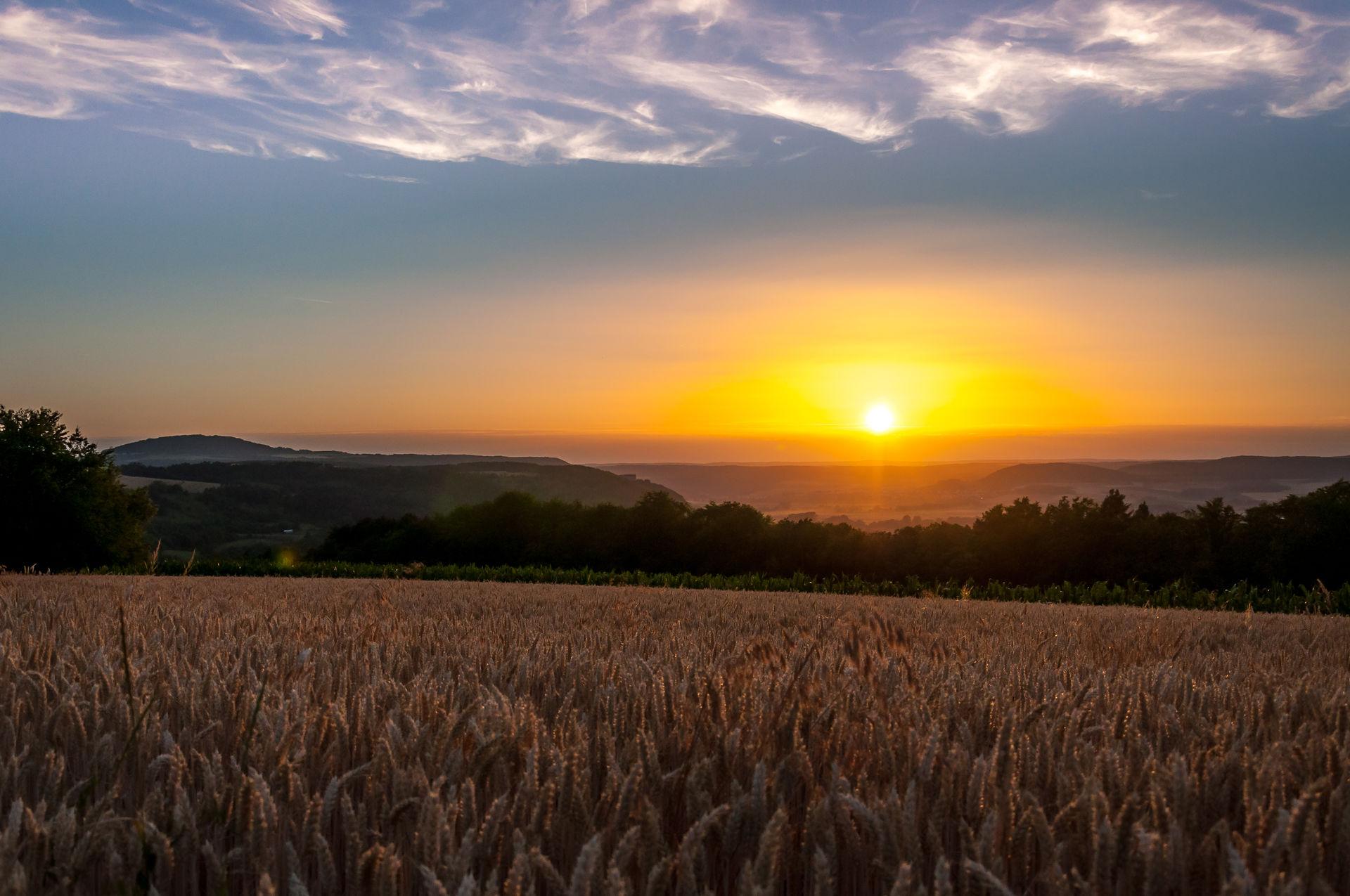 Sonnenuntergang in Frankens Saalestück