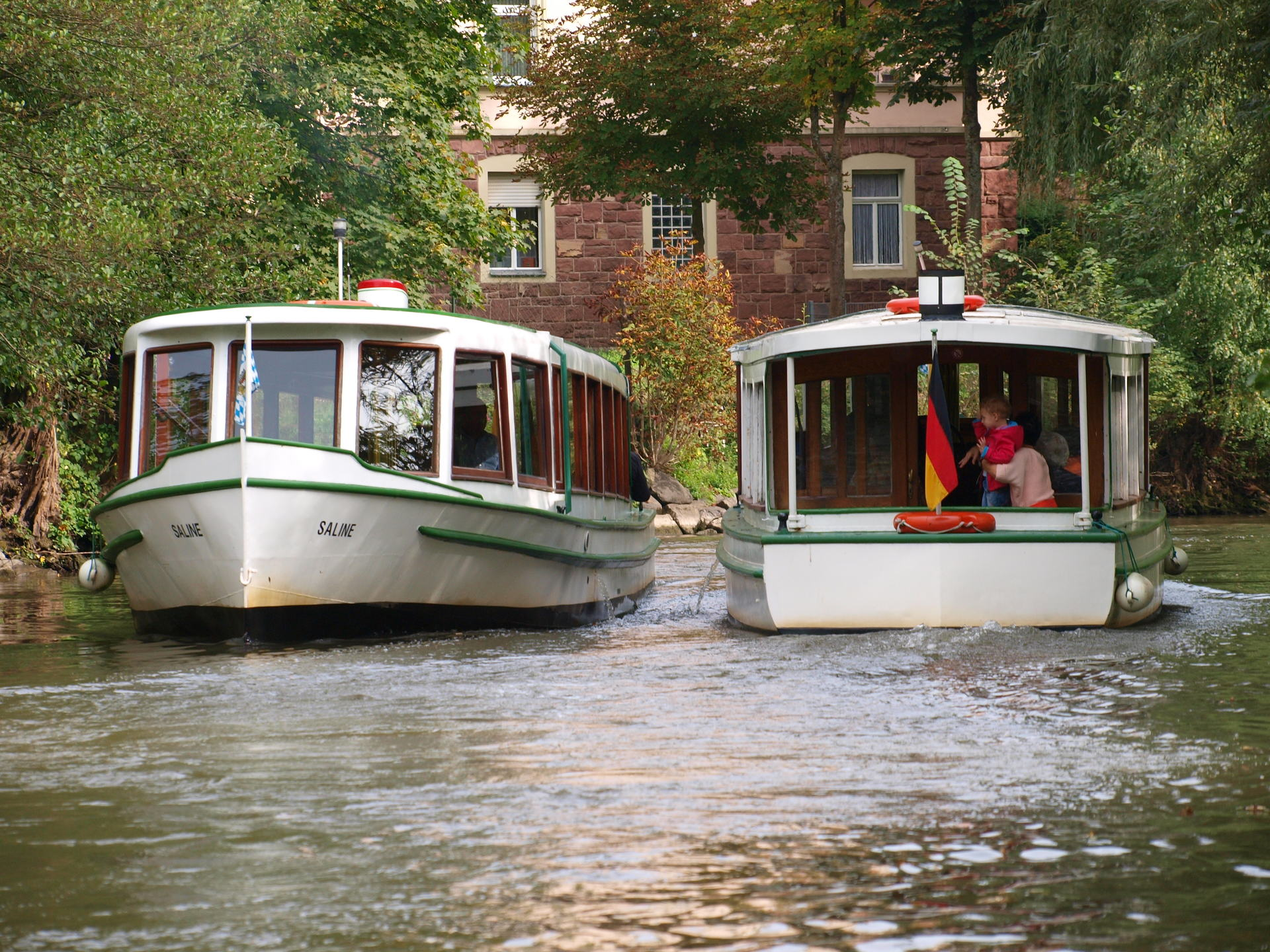 Foto der beiden Dampferle auf der Saale in Bad Kissingen