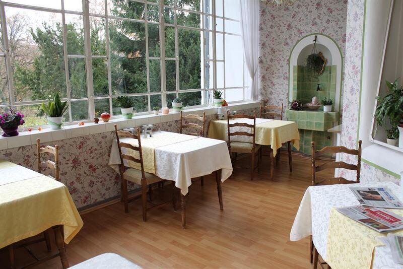 Der Frühstücksraum im Wintergarten