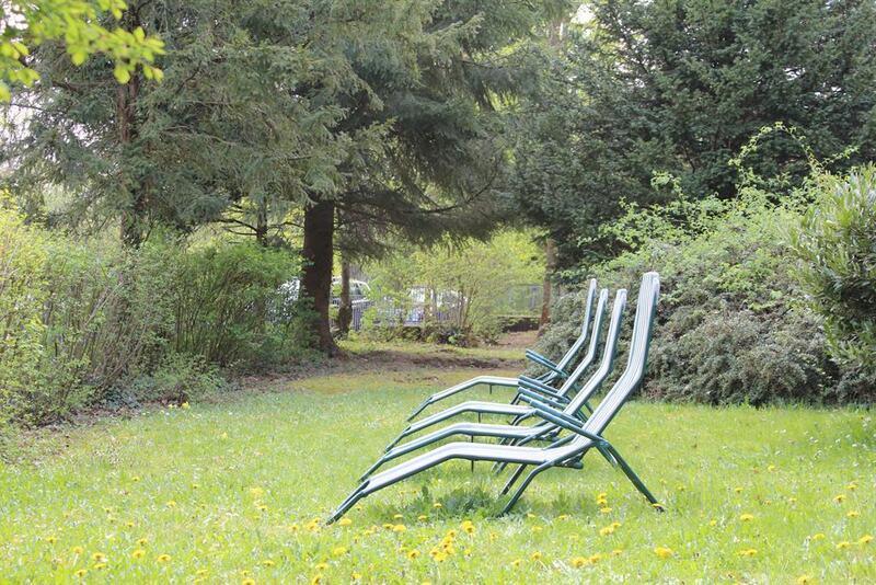 ruhig gelegener Garten und Liegewiese